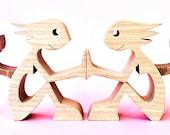 deux femmes deux chats ; sculpture bois