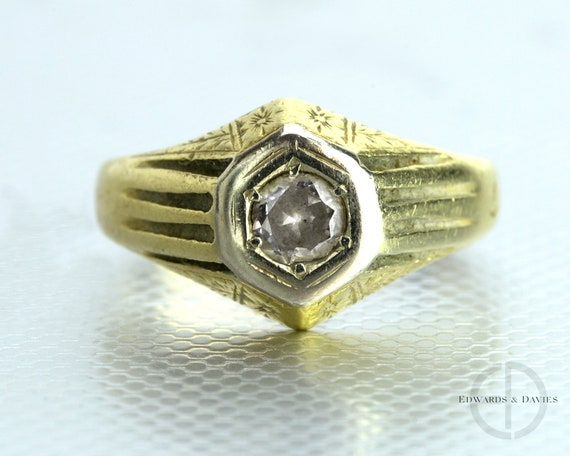 Vintage Diamond Yellow Gold Ring | Hand Engraved D