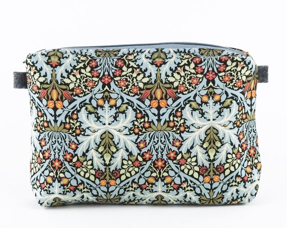 William Morris Toilet bag made in cotton and inner lining.
