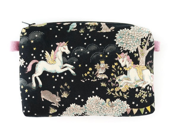 Unicorn practical case to transport with ease and magic