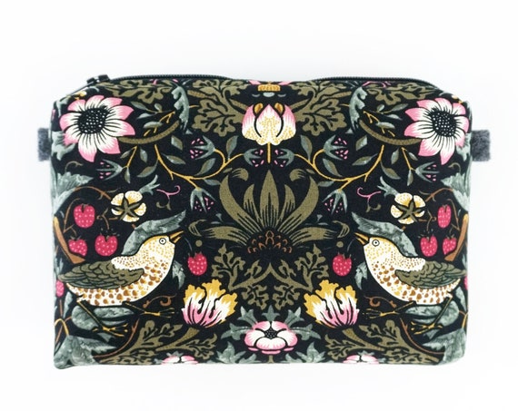 Practical case, little bag, hand-sewn with William Morris fabric