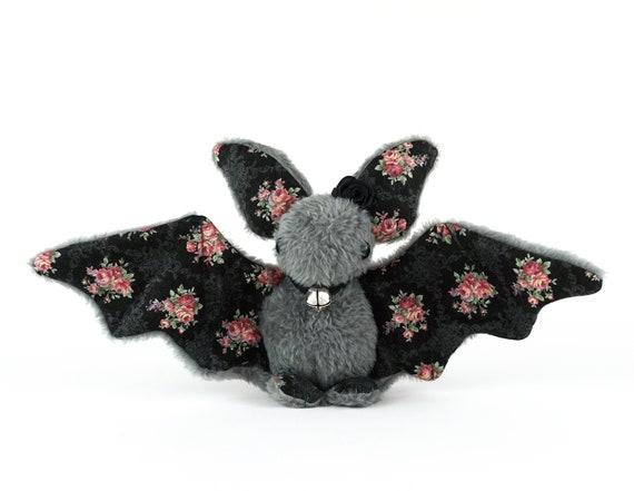 Murciélago de peluche floreado