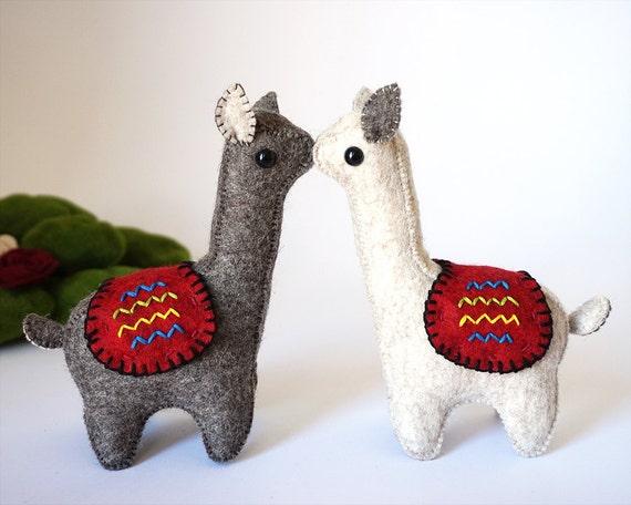 Llamas in Love, Muñecos