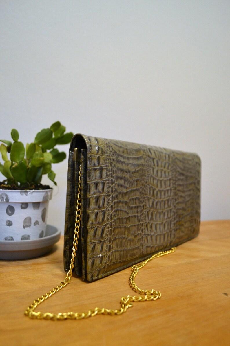 c6d9079a3f Vintage 80s faux croc faux leather green chain strap bag