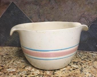 Vintage McCoy USA 2 Quart Batter Bowl with handle and pour spout, Farmhouse decor, rustic, vintage kitchen, kitschy, mixing bowl, retro,