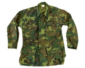 1968 Vietnam War Era Camouflage Poplin Rip Stop Class 2 Slant Pocket Jungle Jacket Elder MFG. Co. (M - Short)