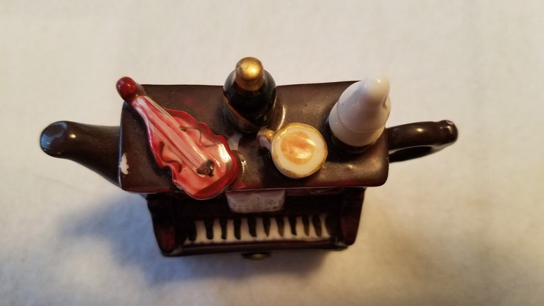 Vintage Shudehill hinged piano box