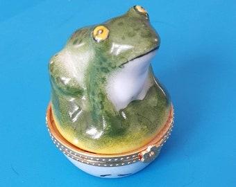 Frog hinged trinket box