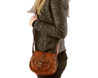 Gusti 'Claire' leather cross body shoulder bag