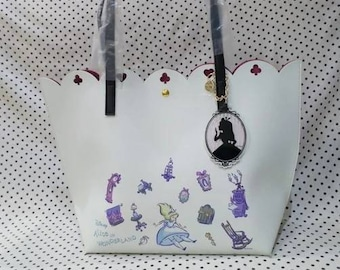 Alice in wonderland synthetic leather disney handbag disneybound
