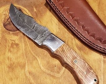 Olive Wood Handle Hunting Knife Damascus Blade With Leather Sheath Outdoors Tools (K366)