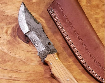 Olive Wood Handle Hunting Knife Damascus Blade With Leather Sheath Outdoors Tools (K524)