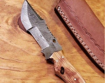 Olive Wood Handle Hunting Knife Damascus Blade With Leather Sheath Outdoors Tools (K522)