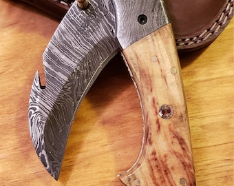 Folding Pocket Knife Olive Wood Handle Damascus Karambit Outdoors Tools (K518)
