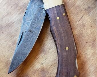 Walnut Wood Handle Folding Pocket Knife Damascus Blade Collection With Leather Sheath Outdoors (K670)