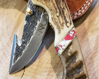 Folding Pocket Knife Deer Antler Ram Horn Red Turquoise Handle Hammered Steel (J33)