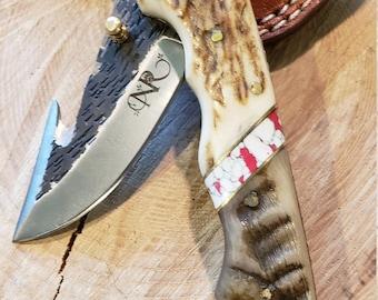 Folding Pocket Knife Deer Antler Ram Horn Red Turquoise Handle Hammered Steel (J27)