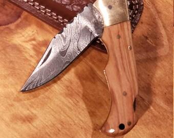 Olive Wood Handle Folding Pocket Knife Damascus Steel Blade Leather Sheath (K633)