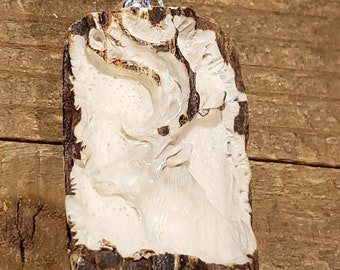 Real Deer Antler Carved Buck Pendant Necklace Tribal Stag Jewelry Rustic Hunting Nature Wild (N355)