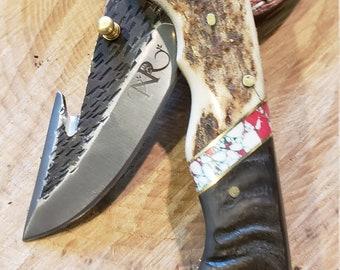 Folding Pocket Knife Deer Antler Ram Horn Red Turquoise Handle Hammered Steel (J40)