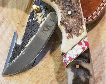 Folding Pocket Knife Deer Antler Ram Horn Red Turquoise Handle Hammered Steel (J39)