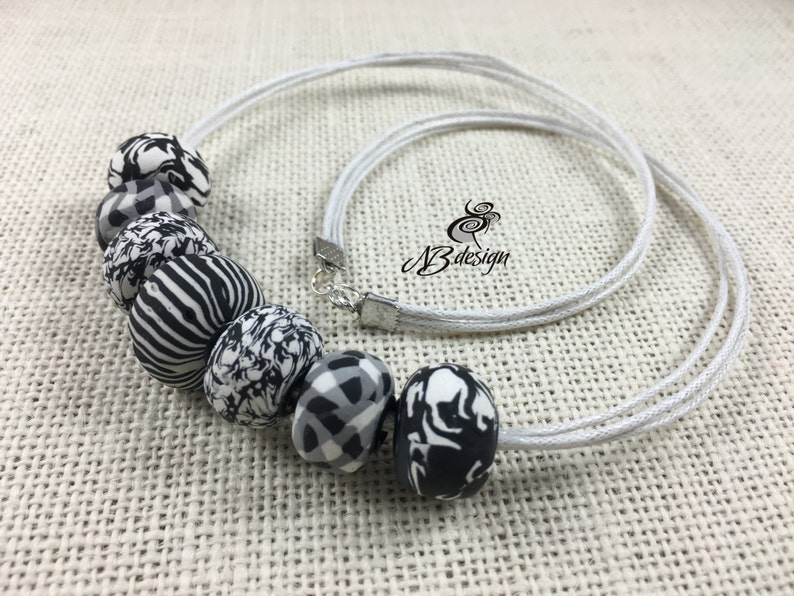 Black white elegant necklaceChunky beads necklaceClassics prints necklaceUrban street style jewelryBesties giftWomens giftMothers day