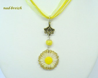 Daisy white and yellow polymer clay necklace - handmade
