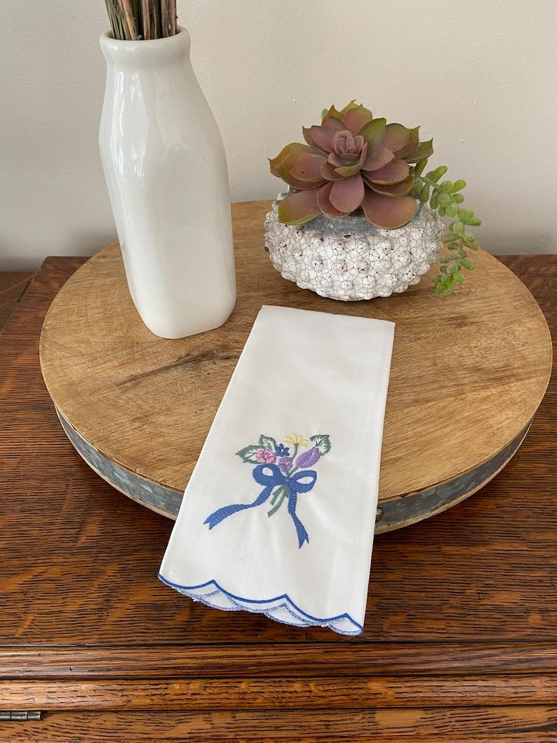 Small w Bouquet of Flowers Vintage Tea Towel