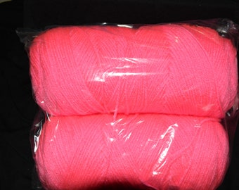 Mill End Yarn Neon Pink 14 oz 4 ply 100% Acrylic Coats & Clark   Picture is for a reference of the color.
