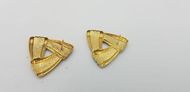 Vintage 1980s Gold Tone With Purple Swirl Triangle Shaped Pierced Earrings.New Wave Earrings,Valley Girl,Gold Tone Earrings,80s Jewlery,EUC