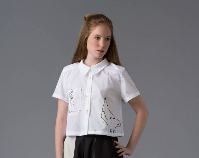 Short chicken blouse, Crop top, short sleeved crop blouse, white shirt, hand illustrated, Chicken printed blouse