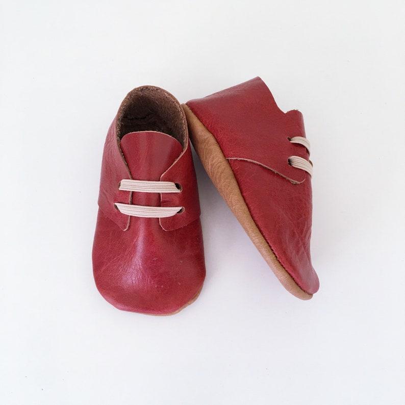 a08ab5873f787 Red Rock Oxford chaussons en cuir lit de bébé cadeau de