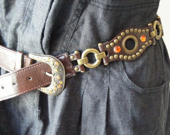 Vintage  Belt with faux leather strap in brown.