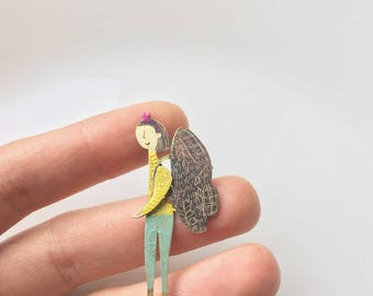 """Brass brooch """"She likes to travel"""""""