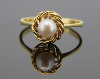 Cultured Pearl Nest Ring set in 18ct Yellow Gold
