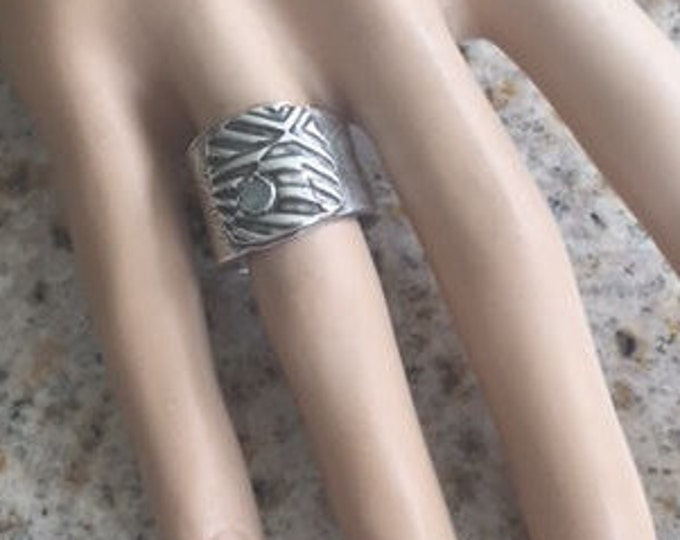 Item 191 - Fine and Sterling Silver Handcrafted Textured Unique Abstract Ring Band with Green Aventurine Size 7
