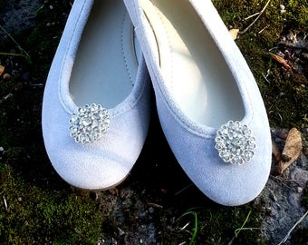 Silver circles - Shoe clips Manuu, Shoe jewelry, Wedding  shoe clips, Bridal shoe clips