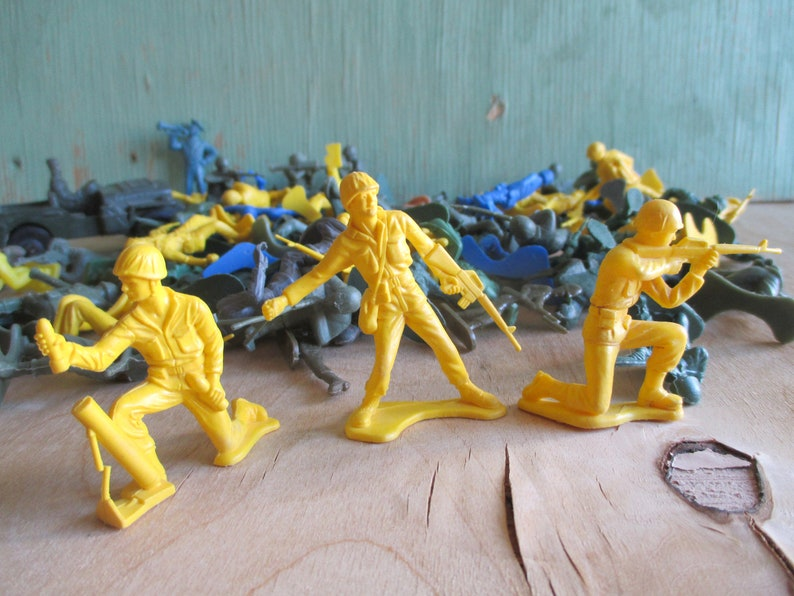 Vintage Toy Soldiers Lot of Plastic 1950s and 1960s image 0