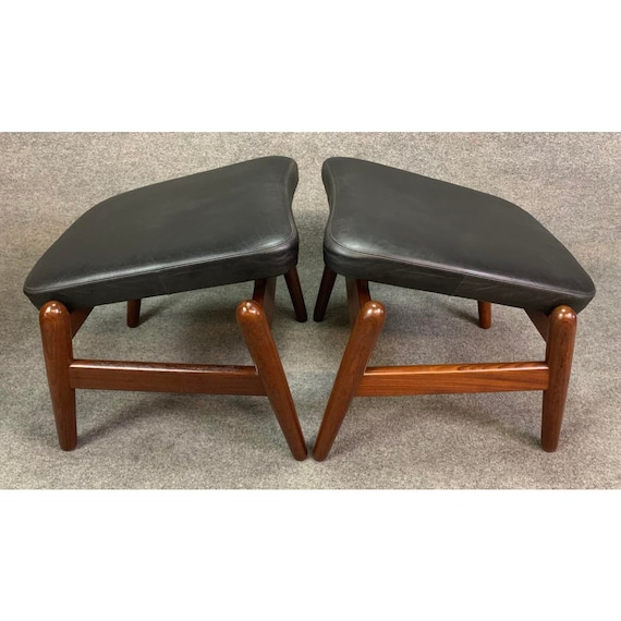Pair of Vintage Danish Mid Century Modern Recliners Lounge Chairs & Ottomans Model Pd30 in Afromasia and Leather by Kofod Larsen