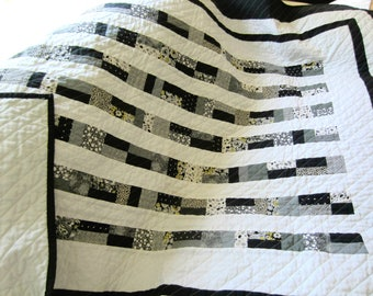 Modern Black and White Quilt / Contemporary Quilt / Lap Quilt / Throw Quilt/ Traditional quilt/ Custom Quilting / Women's Gift Ideas
