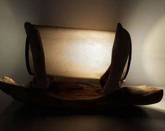 Lampe en bois flotté,lampe art déco,lampe cylindrique bois,décor bois plage,lampe a poser,art en bois flotté,lac,moderne,sculpture bois