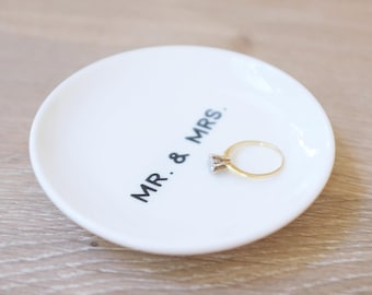 Mr and Mrs Ring Dish, Engagement Gift, Wedding Gift, Trinket Dish, Ring Holder, Jewelry Dish, RIng Tray, Minimal