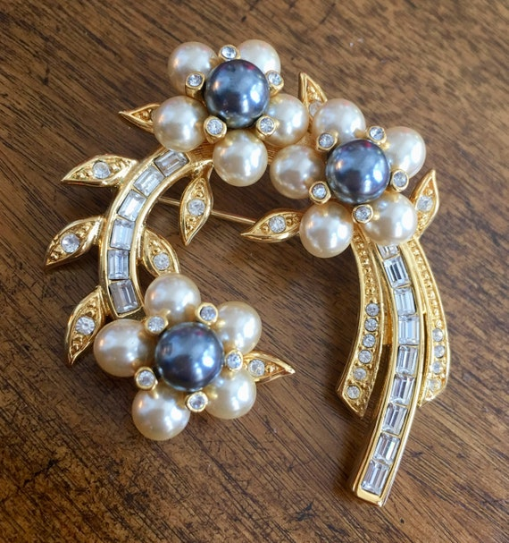 Joan Rivers Vintage Pearl & Crystal Brooch NWOT