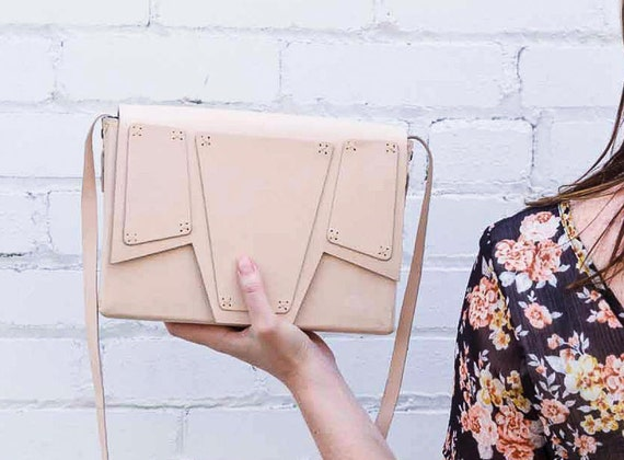 BOXY NUDE leather bag
