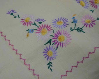 136769f13 REDUCED Lovely Lemon Hand Embroidered Linen Daisy Tablecloth. In good  vintage condition.