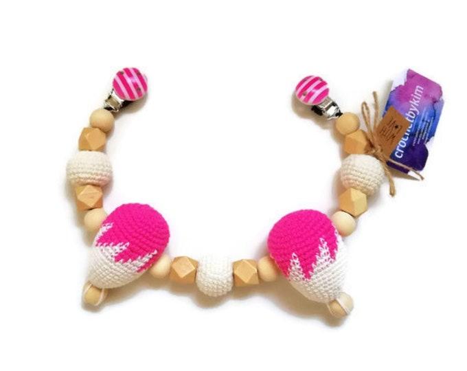 READY TO SHIP - crochet stroller mobile - amigurumi hot air ballons - pram chain - garland - wooden beads - decoration - kinderwagenkette