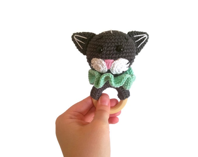 Crochet cat teether - amigurumi cat - rattle - teethering - handmade - baby teething ring - natural baby toy - animal rattle