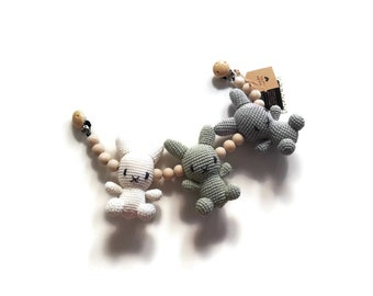 READY TO SHIP - handmade crochet stroller chain with bunnies - pram mobile - garland - wagenspanner - kinderwagenkette - wooden beads