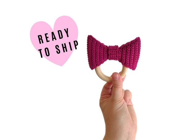Crochet bow teether - teethering - handmade - baby teething ring - natural baby toy - babygirl