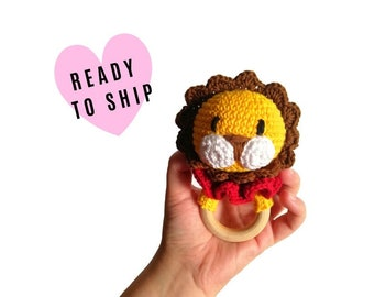 Crochet lion teether - wooden ring - stuffed rattle - baby teething ring - amigurumi - rattle - zoo safari animal - READY TO SHIP